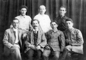 Dirigeants du Poalei Tison en 1919. Shmuel à droite
